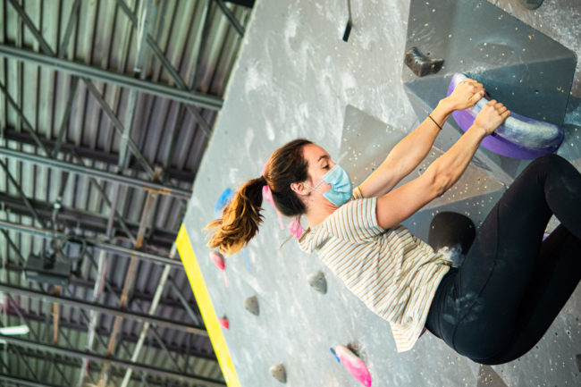 Climbing in COVID-19 mask at Delire gym